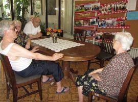 Preporuke starijima, njihovim srodnicima i komšijama u vezi sa korona virusom