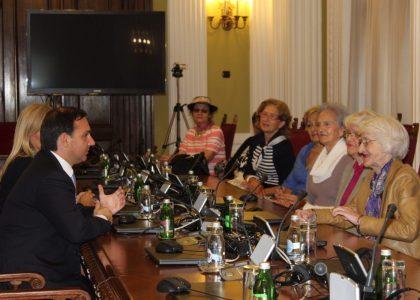 U poseti Skupštini Srbije na Međunarodni dan starijih osoba